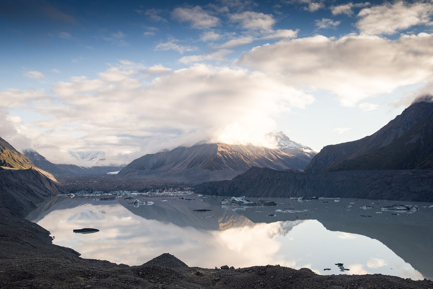 Blick auf den Tasman Glacier Lake im Sommer.
