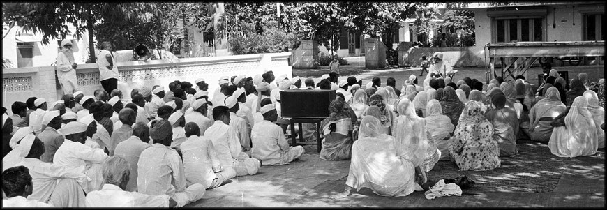 Sant Kirpal Singh with his disciples