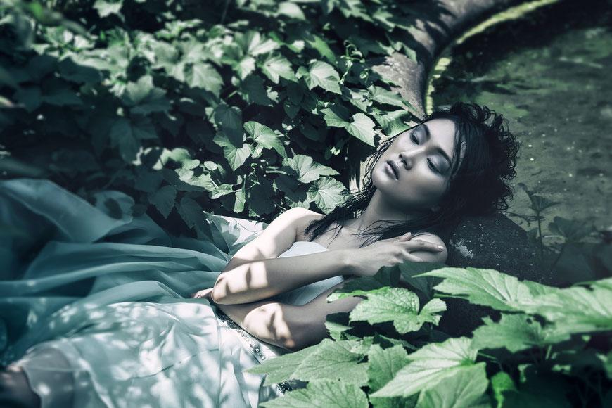Fashion photography, a sleeping bride by Monica Monimix Antonelli
