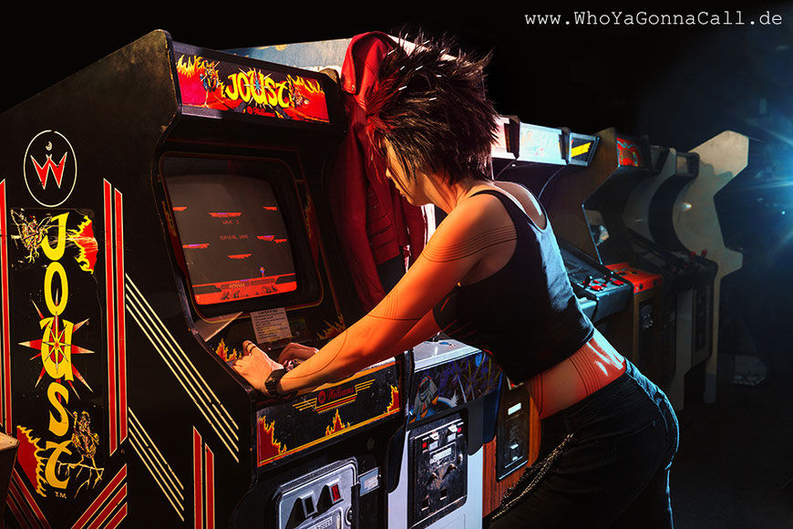 Ready Player One Art3mis playing Joust Arcade