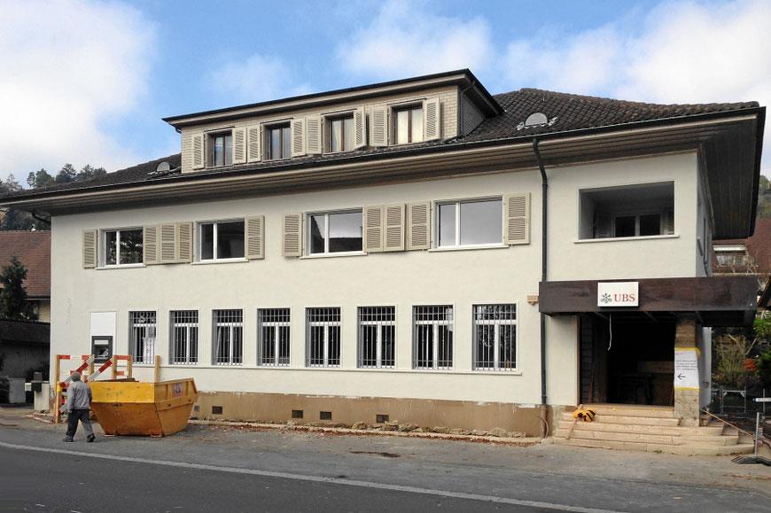 Hausfassade verputzen und streichen, UBS-Bank in Legnau