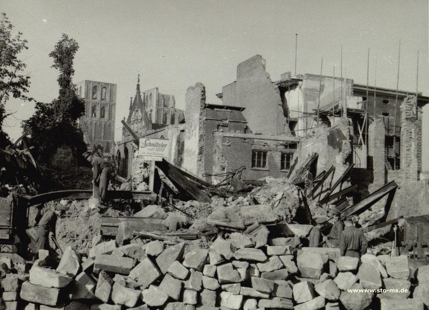 Oktober 1946 - Zu lesen auf dem Schild: ,Schnitzler jetzt Bogenstraße 3' - Archiv ULB