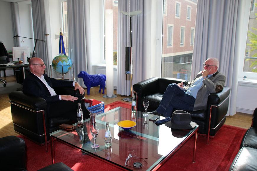 Markus Lewe und der Autor im Gespräch - Foto Horst Kaulitz