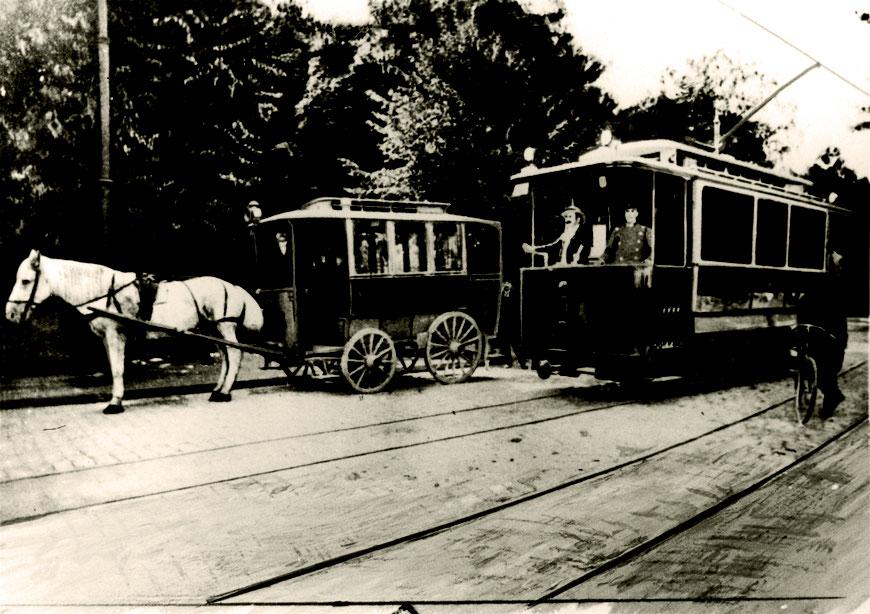 Der Pferdeomnibus wird 1901 von der Straßenbahn abgelöst