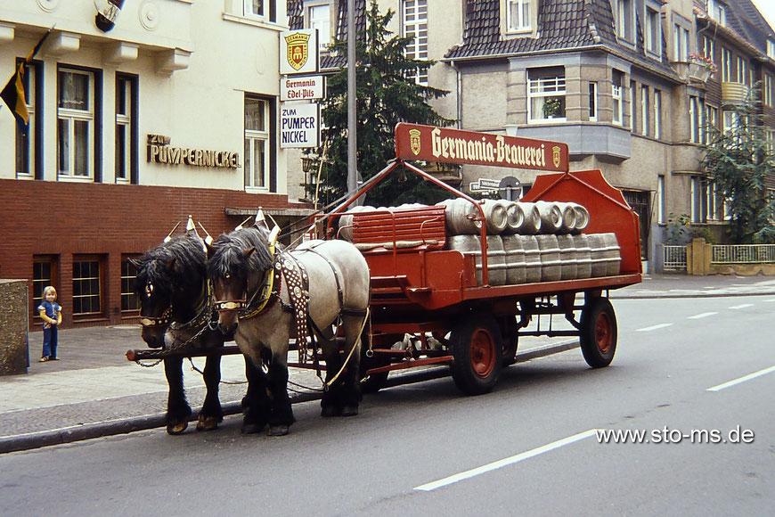 Bieranlieferung für die Gaststätte ,Zum Pumpernickel' in der Melchersstraße