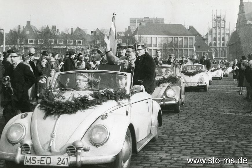 Paulinum Abitur 1963 auf dem Domplatz