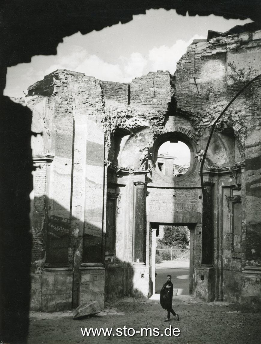 In der Ruine Clemenskirche mit Hilke Duis