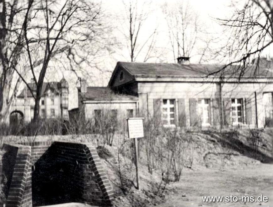 Luftschutzbunker am Mauritztor - Links im Hintergrund die Engel-Apotheke an der Warendorfer Straße - Foto Bernhard Sickmann