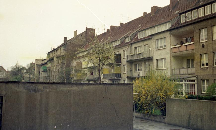 Blick über den Hof auf die Rückseite der Augustastraße