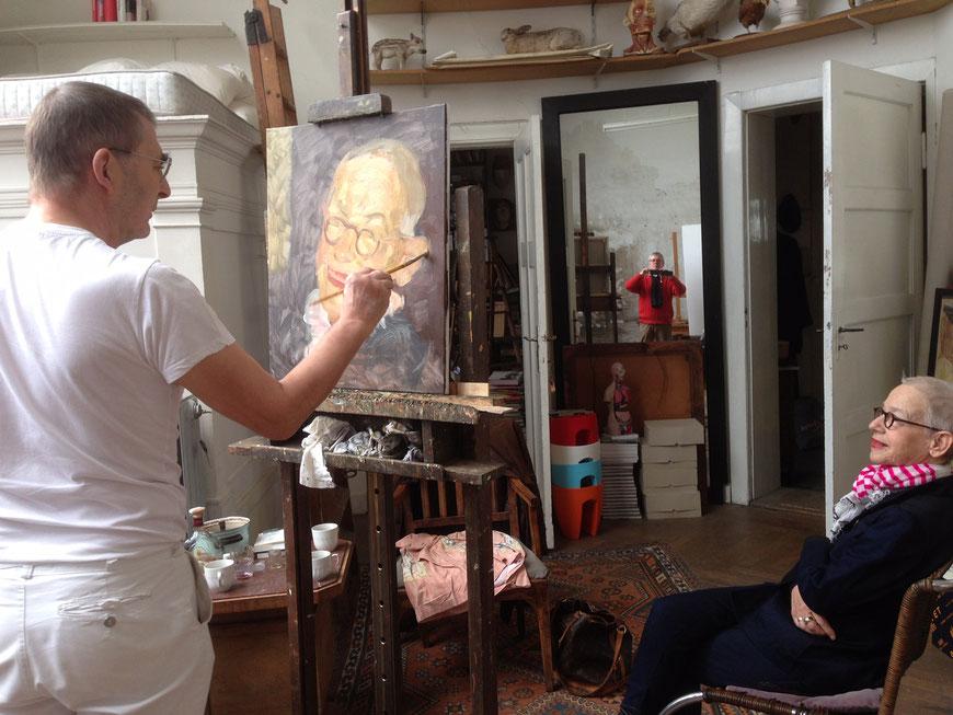Johannes Grützke malt Antje, Fotograf Claus Steinrötter im Spiegel