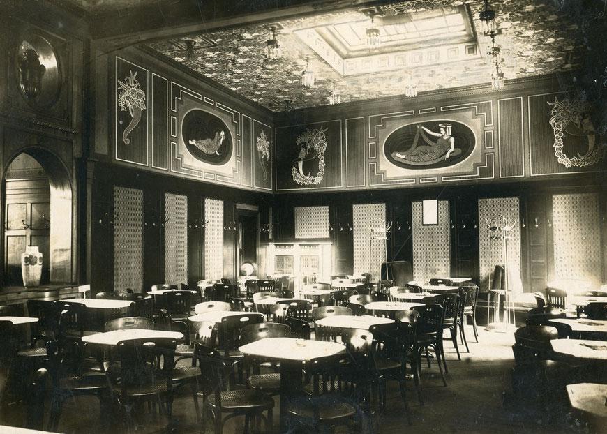 Das Restaurant - Dekoration mit Motiven des klassischen Altertums