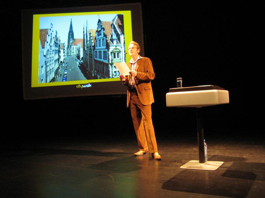 Adam Riese liest Stadtgeschichten im Mai 2005 im Pumpenhaus (Foto Horst Schweter)