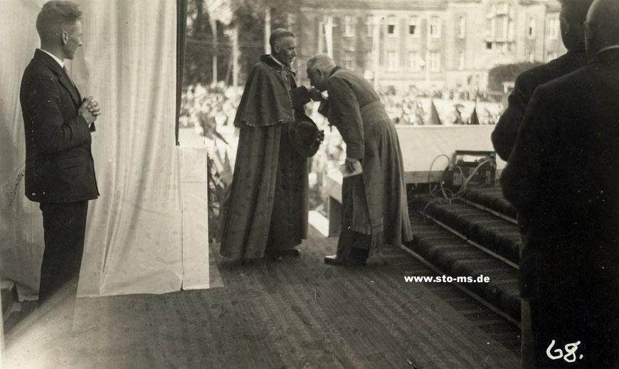 Der Domkapitular Surmann und der Nuntius Orsenigo