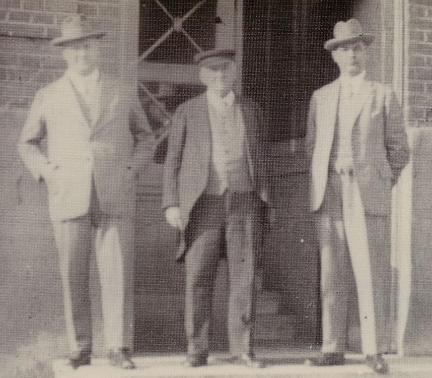 Bildmitte: Der Firmenchef Friedrich Dieninghoff um 1940
