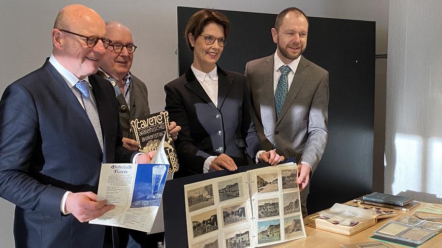 Von links: OB Markus Lewe, Henning Stoffers, Mechthild Pieper, Dr. Peter Worm