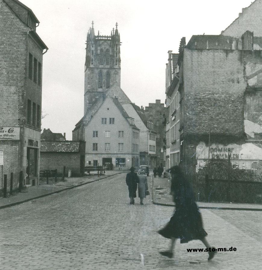 Nach dem Krieg - Hauswand mit Aufschrift ,Domhof - Dombäckerei' Spiekerhof 44 - Bäckerei Hennemann laut Einwohnerbuch von 1950