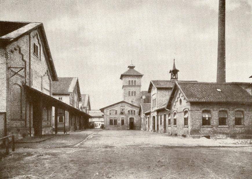 Schlachthaus um 1930 - Mittig der Kühlturm