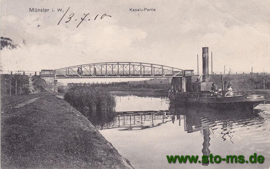 Ein Schlepper vor einer Kanalbrücke. Der Schornstein konnte nach hinten gekippt werden.