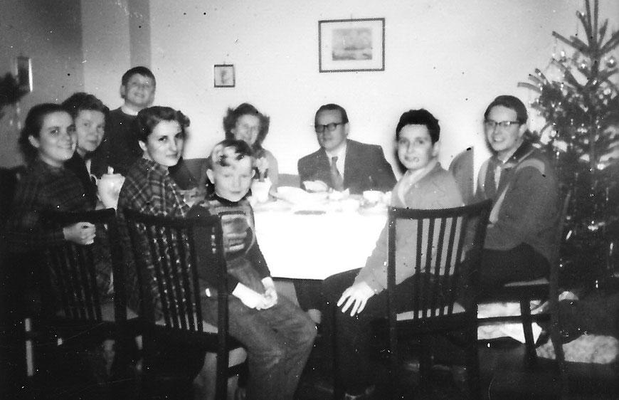 Weihnachten mit befreundeter Familie - Henning 2. von rechts