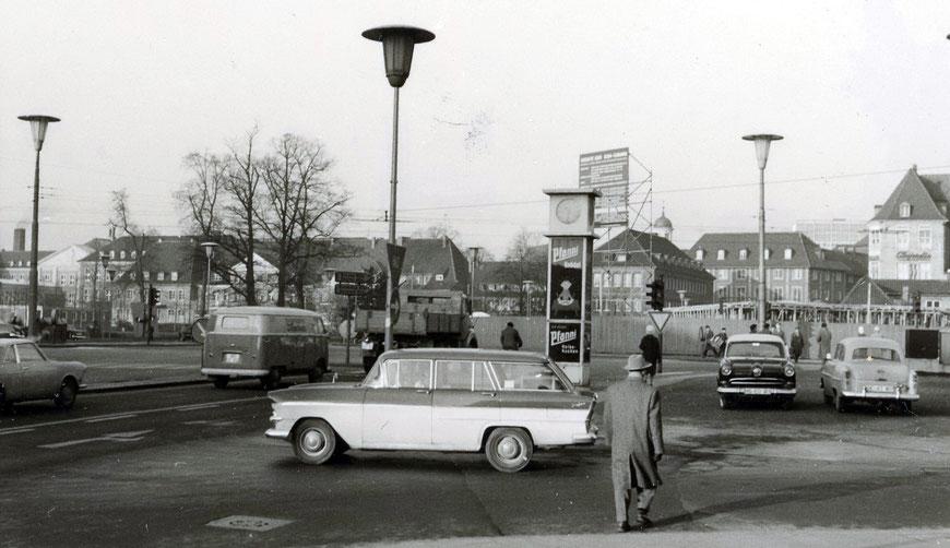 1960 Servatiiplatz während des Baus des Iduna-Hochhauses