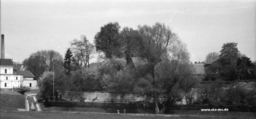 Westerholtsche Wiese, links das alte Stadtbad