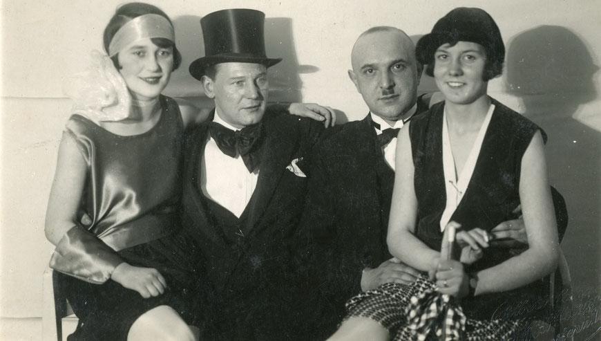 Werner Estinghausen 2. von links um 1925