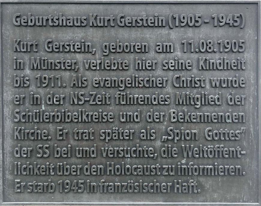 Diese Tafel am Haus Heerdestraße 11 erinnert an Kurt Gerstein, der hier seine ersten Lebensjahre verbrachte.