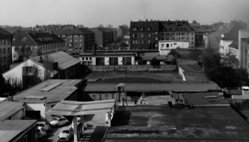 Blick aus der Dachluke Richtung Westen über den Häuserblock