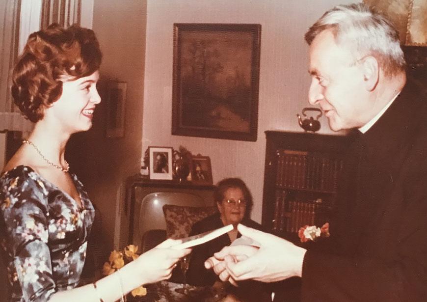 Verlobung 1959 - Ellen mit Professor Hermann Volk (Rektor der Uni und späterer Kardinal)