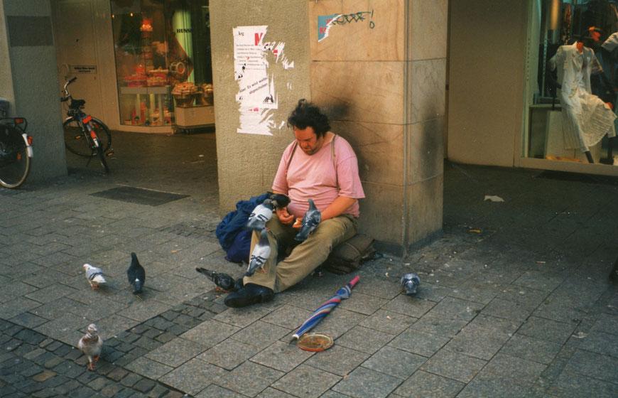 Ludgeristraße: Taubenfüttern