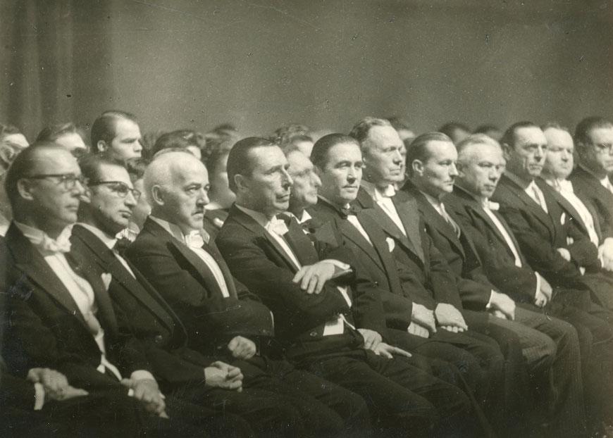 Eröffnung des Großen Hauses Februar 1956 - 3. von links CW, rechts daneben Intendant Bruno von Niessen
