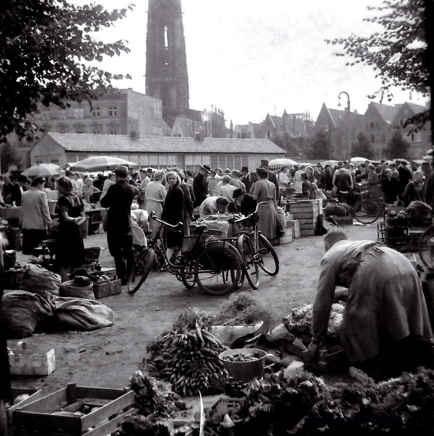 Marktgeschehen um 1948.