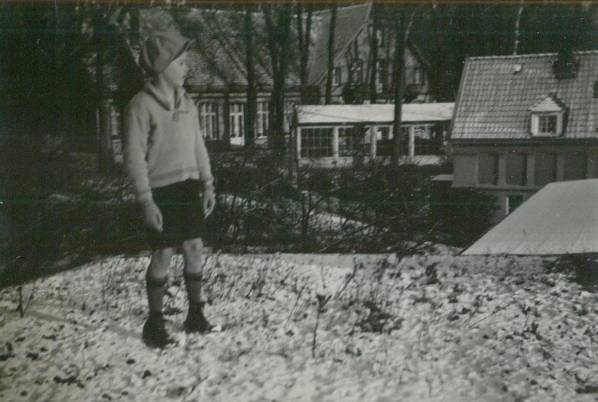 Georgs Sohn Theo 1931 auf dem Dach