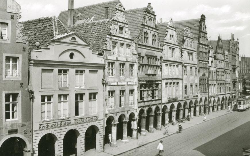 Prinzipalmarkt 32 (drittes Haus von links) um 1920 - Sammlung Stoffers (Münsterländische Bank - Stadtarchiv)