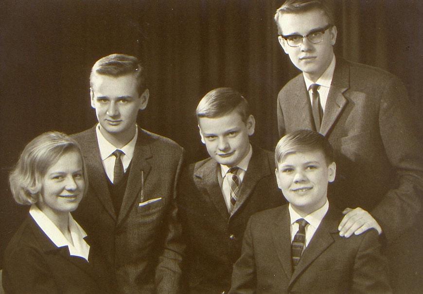 Norbert rechts außen mit Geschwistern 1968