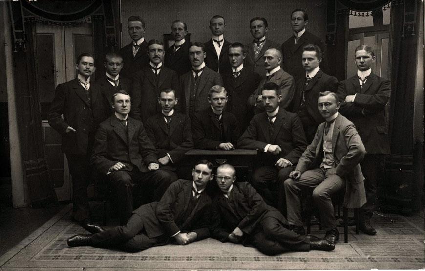 Herrengruppe um 1920