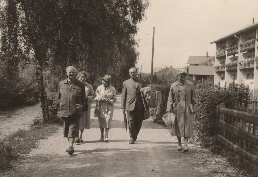 Meine Eltern (Bildmitte)  1960 in der Nähe des Schliersees