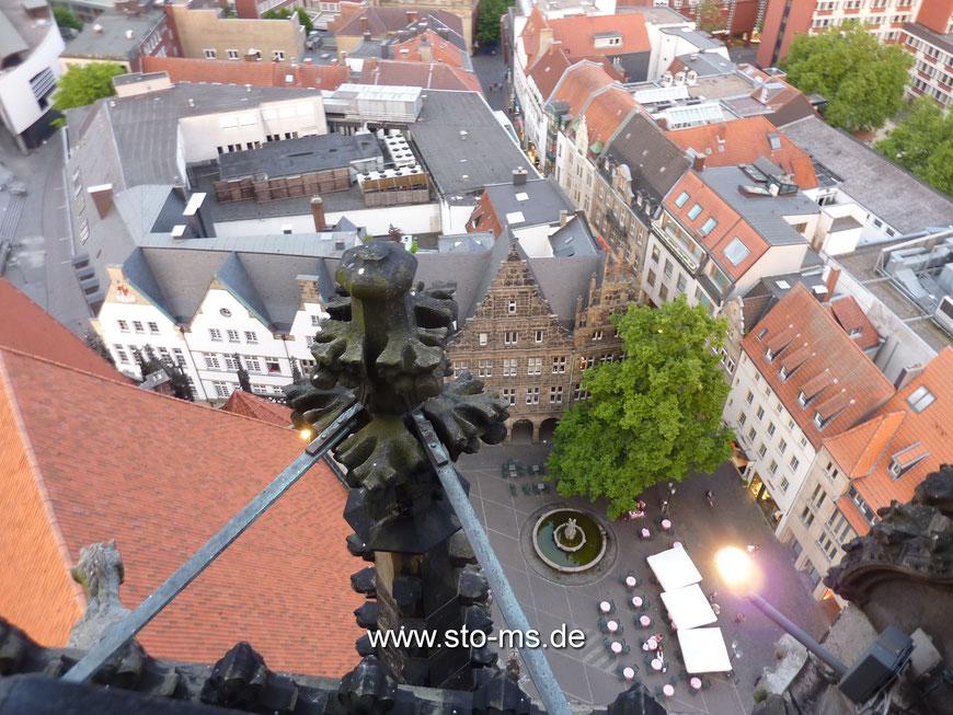 Blick auf den Lambertikirchplatz - Das Pelster-Haus in der oberen Bildmitte existiert in dieser Form nicht mehr.