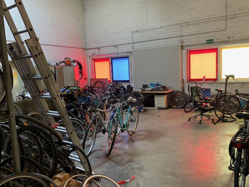 Angegliederte kleine Werkstatt