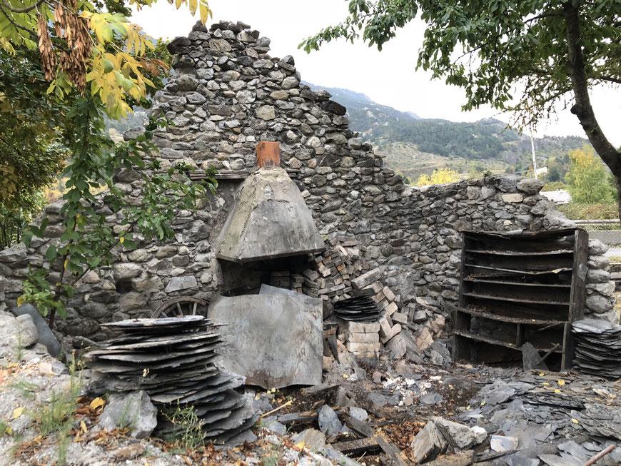 L'intérieur de la forge en octobre 2018