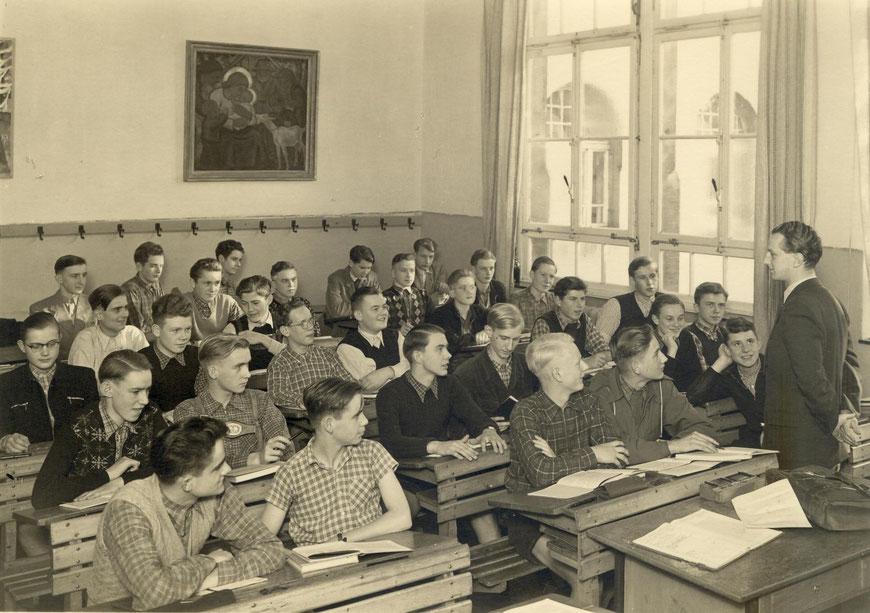 """Klasse OIIIb von 1953 (mit dem Klassenlehrer Hans (""""Johnny"""") Wegmann)"""