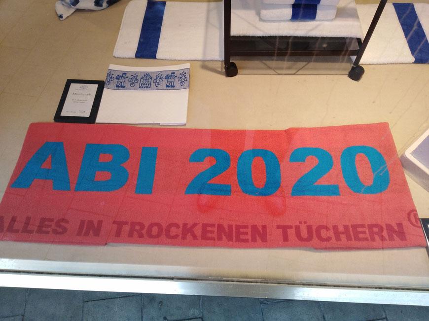 Auch dieses Textil gibt es in diesem Jahr, trotz allem! Gesehen auf der Rothenburg in Münster. Kein Fragezeichen!!!