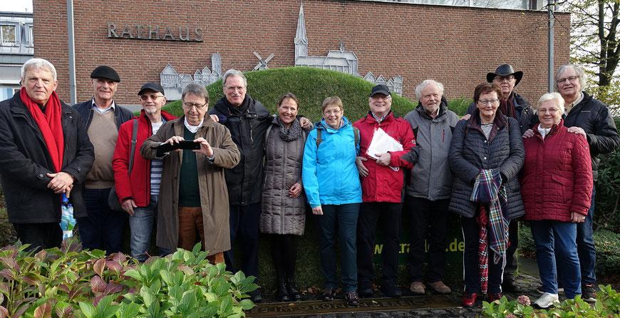 10 Con-Pauliner der OIa von 1969 (mit Partnerinnen) beim Treffen in Straelen  zu Allerheiligen 2019.