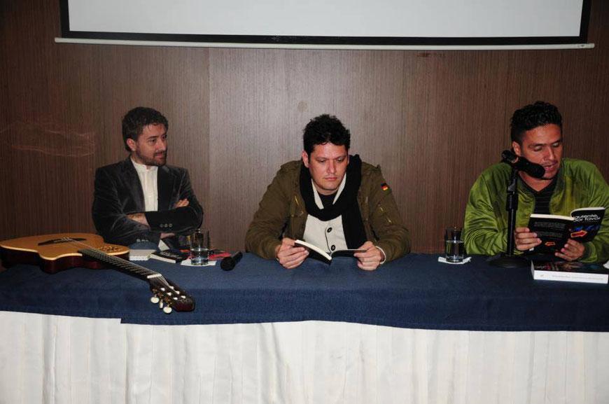 John Templanza Better, con el músico Carlos Pala y el escritor Íos Fernández / Fotografía Facebook - FILBo 2013