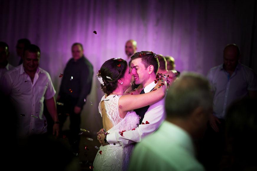 Brautpaar Tanz Kuss