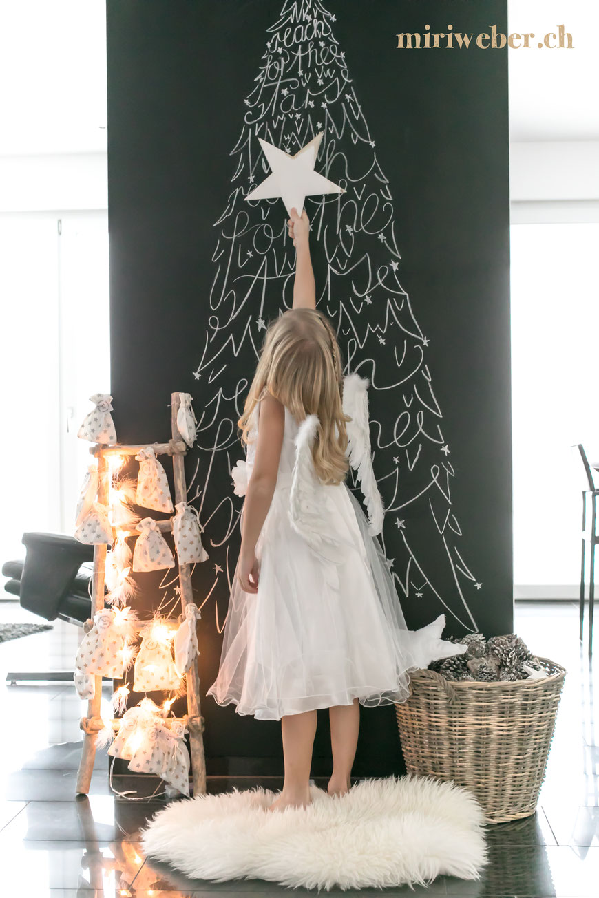 Chalkboard Advent, Chalkwall, Advent, Kreidetafel, Christmas, Weihnachten, Tannenbaum, reach for the stars, Adventskalender, Home Deco, DIY Blog Schweiz, Kreativ Blog Schweiz, Lettering