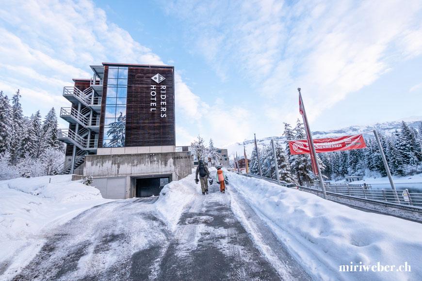 Riders Hotel, Flims, Laax, Winter, Bergbahnen, Pisten, Wintersaison, Snowboarden, Skigebiet, Skiregion, Graubünden, Schweiz, Laax Talstation