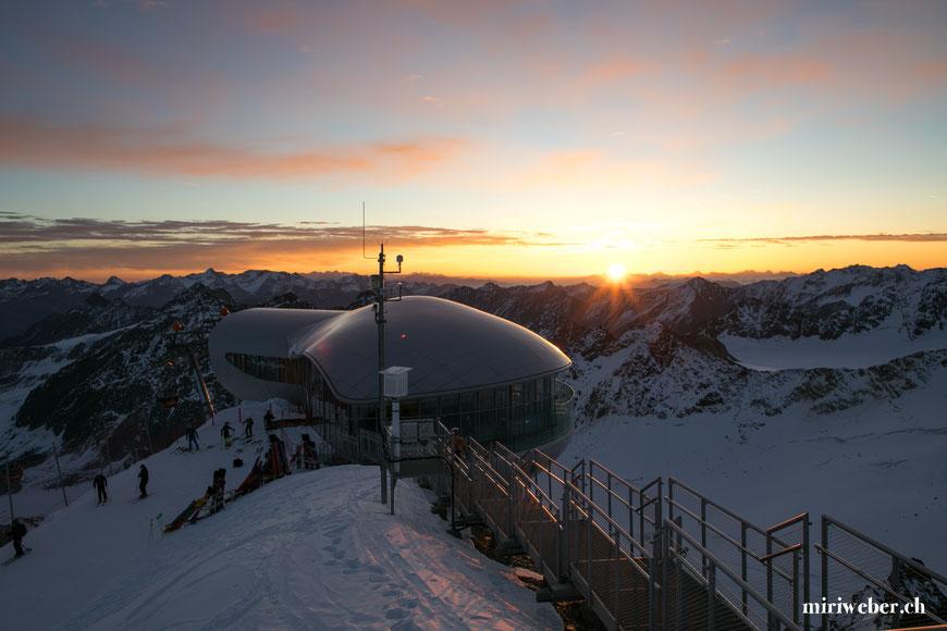 pitztaler gletscher, skifahren tirol, skifahren pitztal, snowboarden tirol, snowboarden pitztal, sonnenaufgang pitztalergletscher, höchste seilbahn tirol, travelblog schweiz, schweizer travelblog