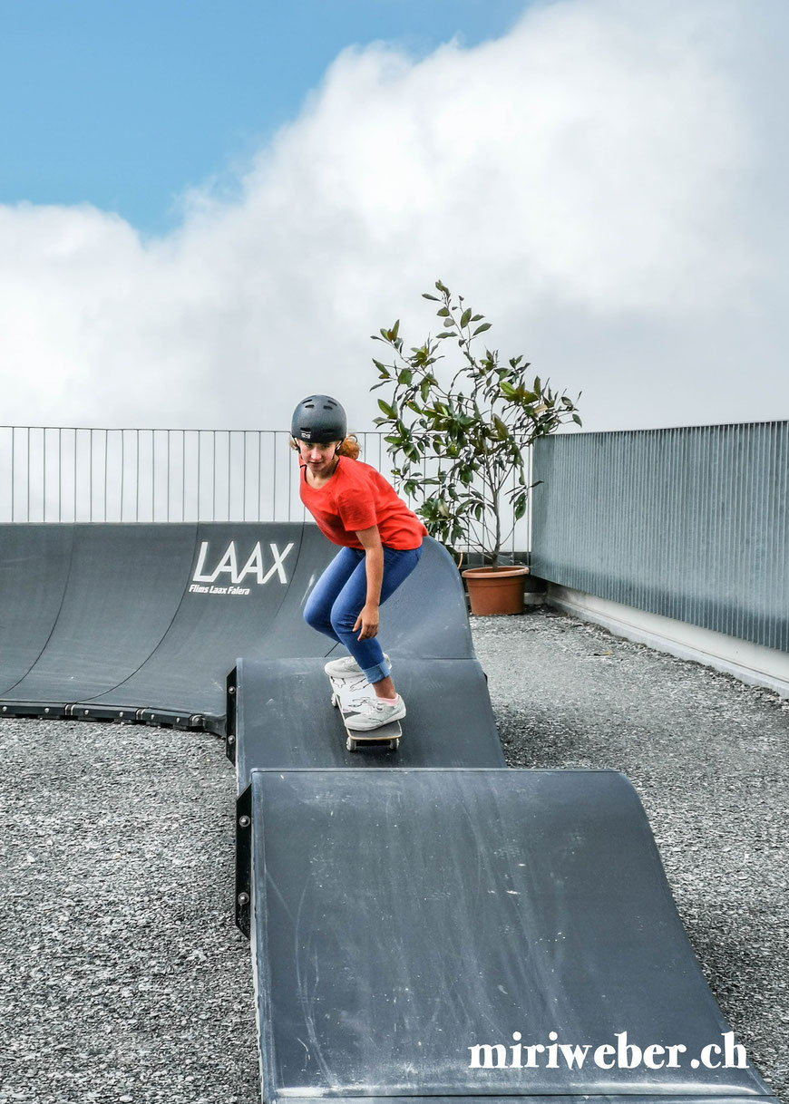 Pumptrack, Skatepark, Galaaxy Park, Skateboarding Park, Laax, Graubünden, Schweiz, Alpen, Crap Sogn Gion, Vans Shop Riot, Event, Freestyle Park, Halfpipe, Pumptrack, Sommer, Berge, Familienferien, Skate, Team Trouble, Blog Schweiz, Travel