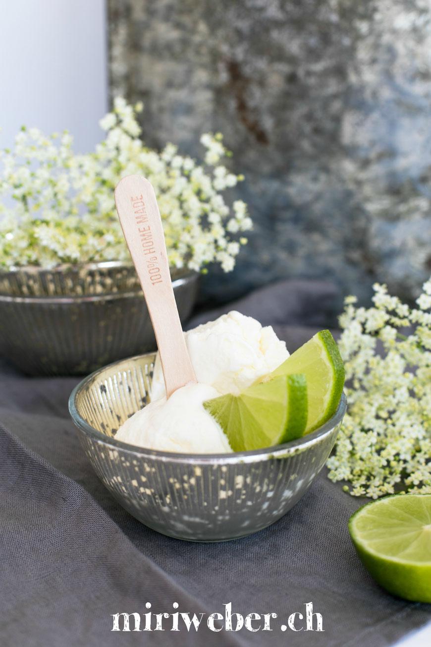 Holunderblüten Sirup, Rezept, Eis, Rezept, Ice Cream, Holunder, Sommer, Glace selber machen, Recipe, Food Blog Schweiz, Eis, mit Eismaschine